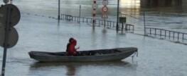 Pompy zatapialne w trakcie powodzi